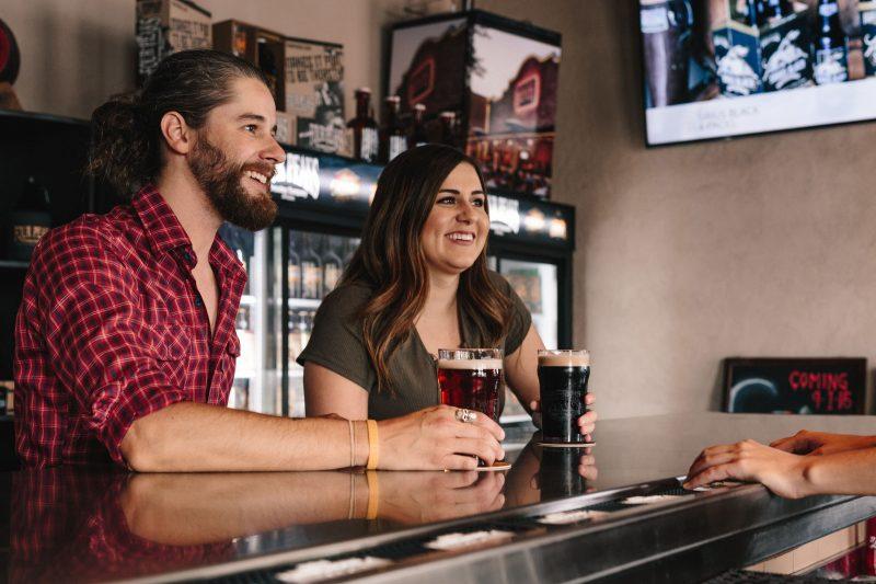 Alkohol, pivo, vpliv alkohola, raziskave, sposobnost ocenjevanja privlačnosti, beer goggles, Edge Hill, dr. Rebecca Monk, pitje alkohola
