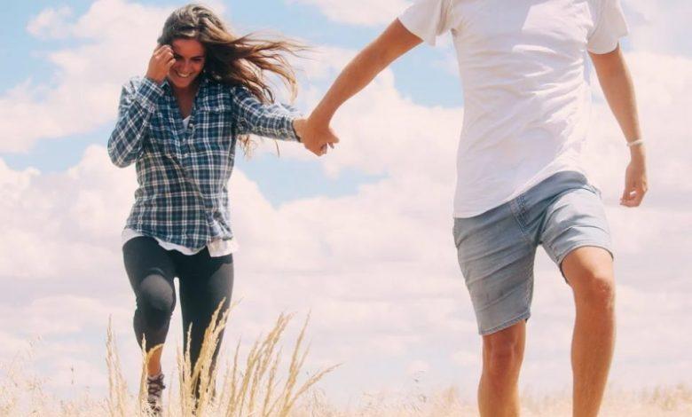nekoga privlačite, ljubljena oseba, zaljubljena oseba, oseba, očitni znaki zaljubljenosti, ga privlačite, vzburjenje, razširjene zenice, flirtanje, privlačimo, nekoga privlačimo, kako vemo, da nekoga privlačimo, kako vemo da nekoga privlačimo, kako vemo, da smo nekomu všeč, kako vemo da smo nekomu všeč