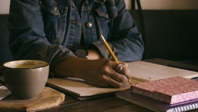 Photo of Študentka za neizdani knjigi podpisala vsaj milijon funtov vredno pogodbo