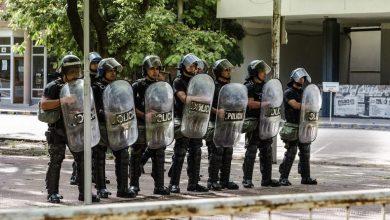 Photo of Predstavniki petkovih protestov predali zahtevo za preiskavo, Policija zavrača očitke o nasilju