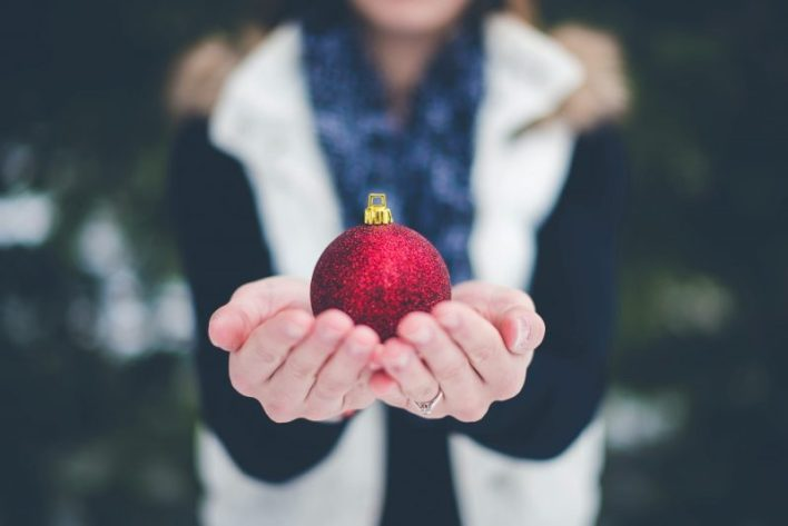 božič, božični prazniki, praznični čas, stres, Lane Moore, osamljenost, družbena omrežja, pomoč drugim, počitek, praznične tradicije
