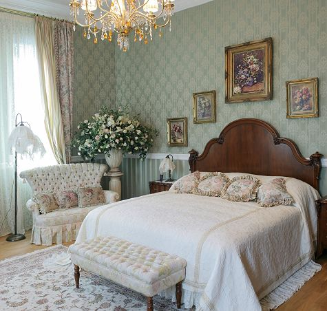 White Victorian Style Bedroom  Bedroom Decorating Ideas