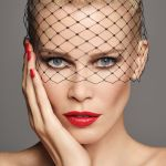 "CLAUDIA SCHIFFER MAKE UP ""BEAUTY ESSENTIALS"""