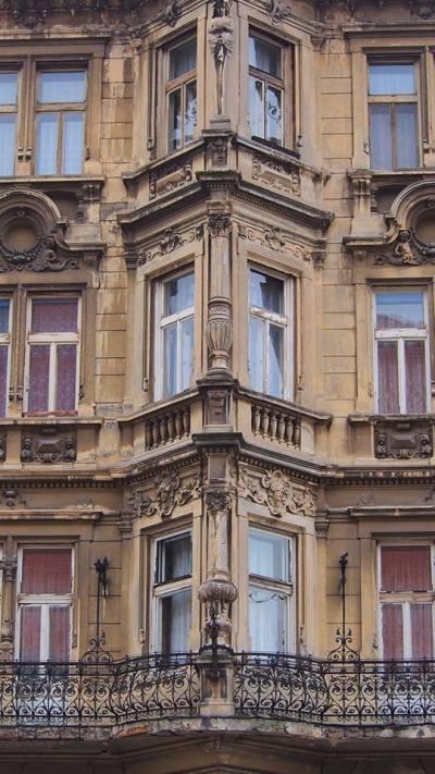 nikola-cvetković-niš-foto-zgrada-crkva-detalj-zastave-krst-kuća-ćele-kula-modern-art-prozor-dvorište-ćošak-salvadora-dalija-ćošak