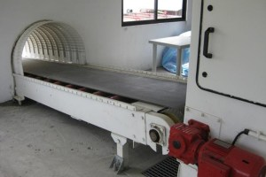 Package and bag conveyors