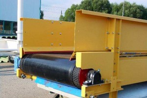 Trough conveyors and table-top conveyors
