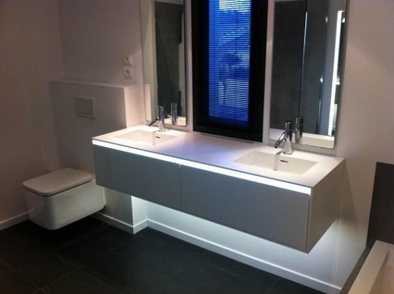 Un clairage parfait pour sa douche italienne for Eclairage lavabo