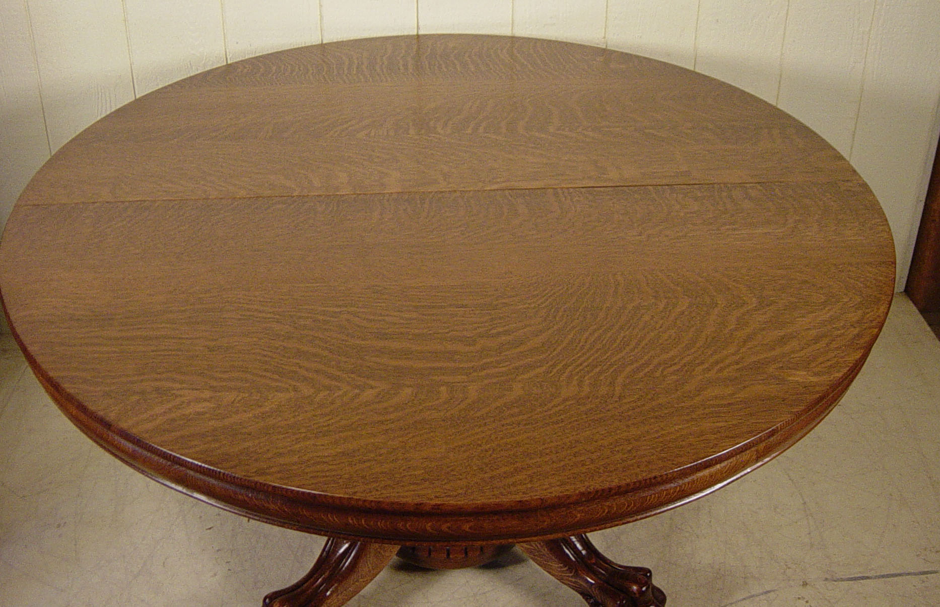 54 Round Oak Hastings Table Co dining table with 4 leaves
