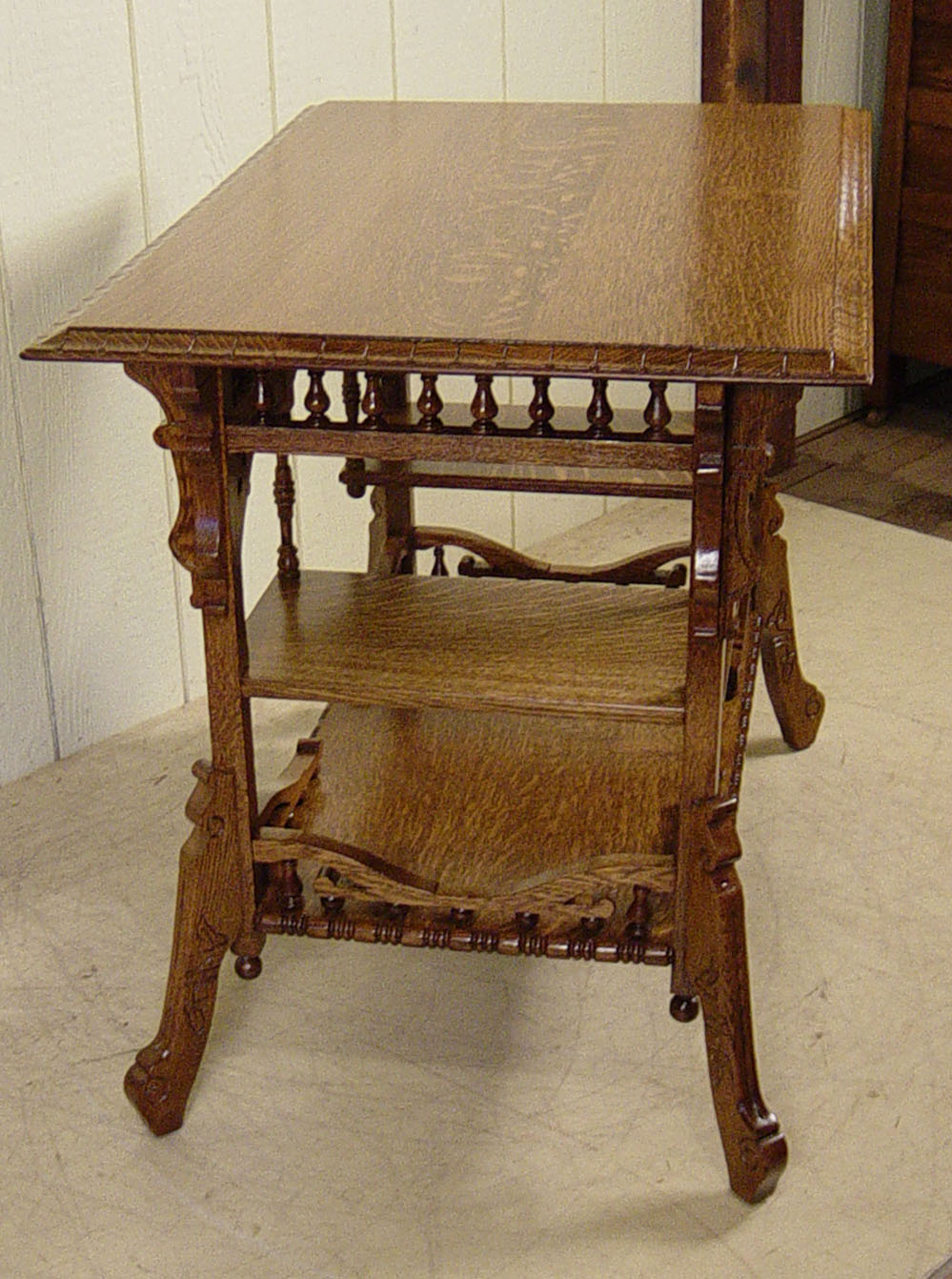 Great late Victorian Eastlake style Oak Lamp Table