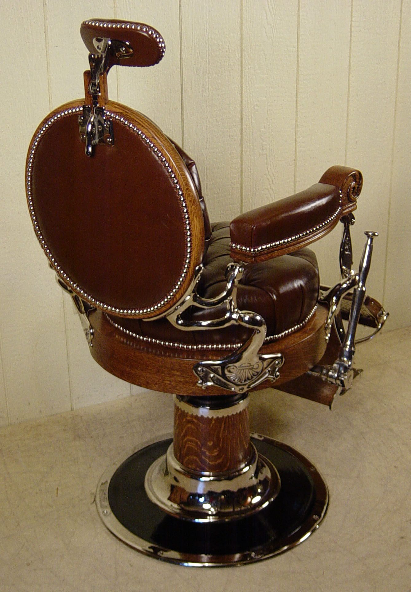 MELCHIOR BROS CHICAGO Round Back Oak Barber Chair