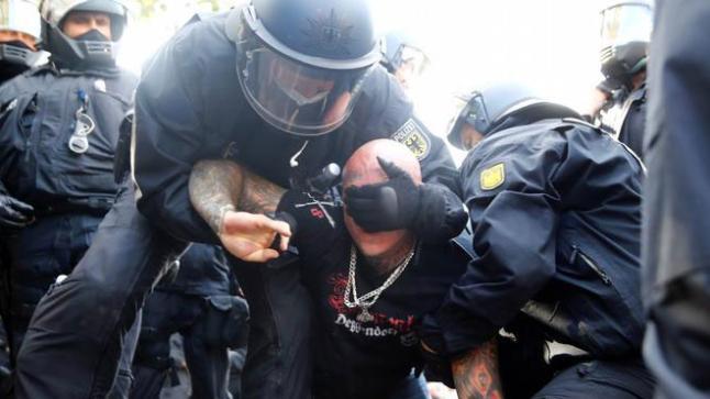 المانيا : الشرطة تتدخل لتفرقة تظاهرة …لهذا السبب