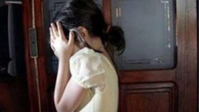 طفلة تتعرض للتعنيف و الكي بأعقاب السجائر بامريرت
