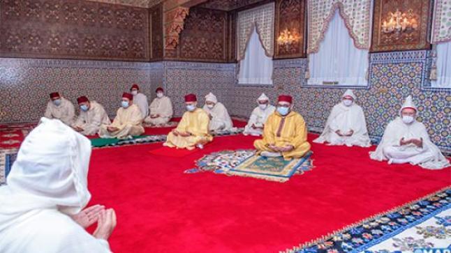 أمير المؤمنين جلالة الملك محمد السادس يؤدي صلاة عيد الفطر