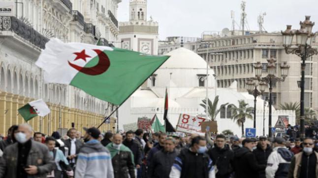 احتجاجات أفراد الجالية الجزائرية ضد الاعتقالات التعسفية،وممارسات التعذيب،والانتهاكات الجسيمة…