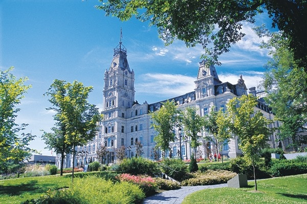 Quebec city parliament tourny fountain travel bonjourquebec dprofamily vacation review - Office de tourisme quebec ...