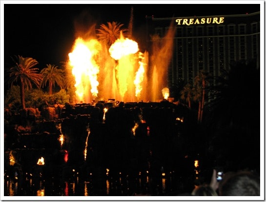 The Fire and Water show at The Mirage @DownshiftingPRO