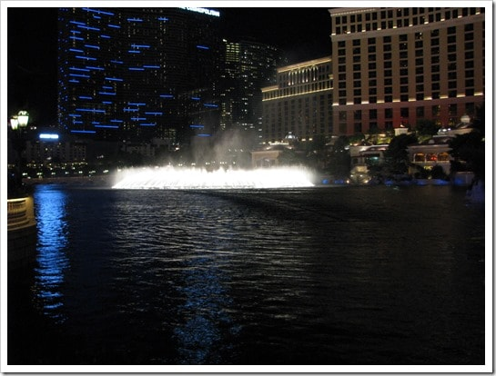 Bellagio Hotel in Las Vegas the dancing fountains @DownshiftingPRO