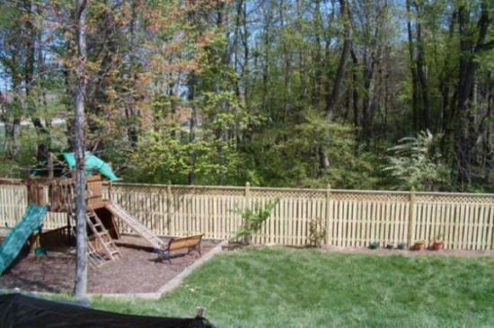 Charlotte Yard Fencing  Repair Charlotte BackFront Yard