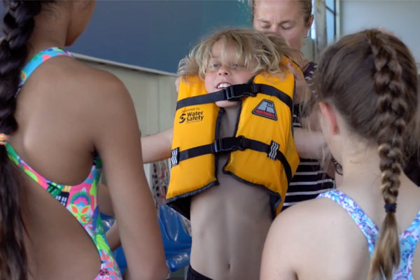 Poorly fitted lifejacket demonstration