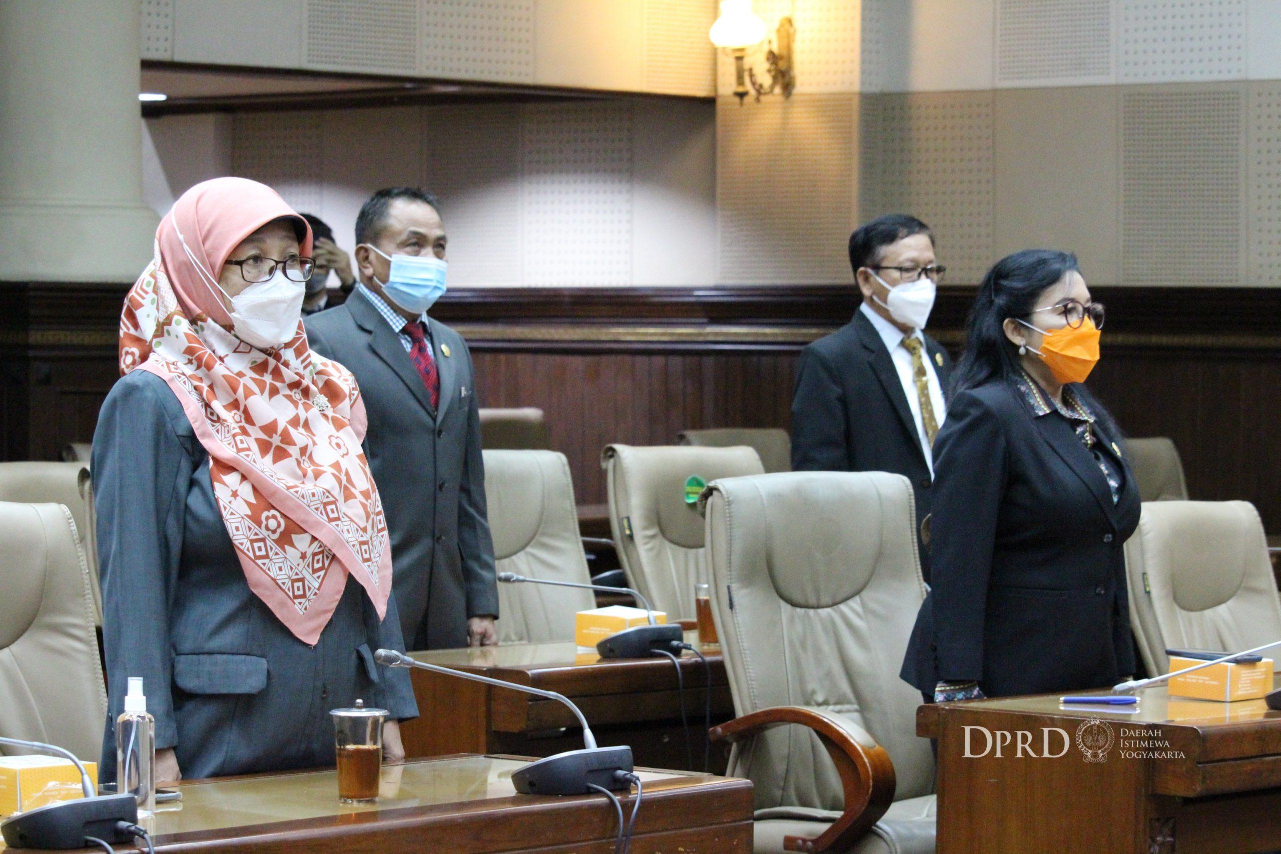 Penandatanganan Naskah Kesepakatan KUPA-PPAS APBD DIY TA 2021 oleh Gubernur DIY dan DPRD DIY (9)