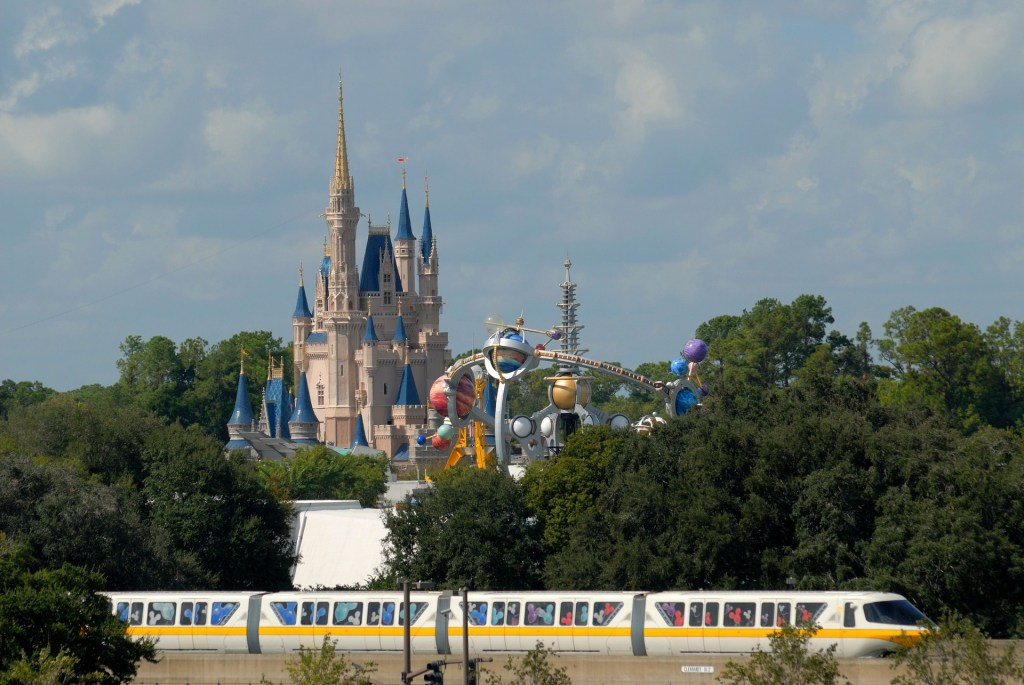 Magic Kingdom disney on a budget