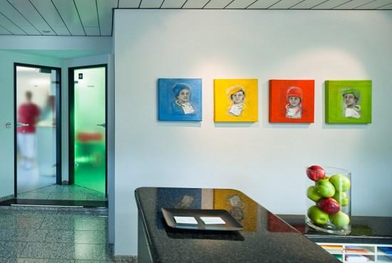 Bilder stammen von der oberbergischen Künstlerin Christine Evers. . Zahnarztpraxis Dr. Karl-Uwe Jülich, Talstraße 10, Bergneustadt. Foto Dietrich Hackenberg