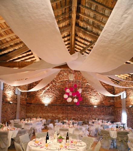 tenture mariage coloree pour plafond en tissu rouleau de 10 m