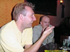 Macros & Krow bei Schleicher im Pub