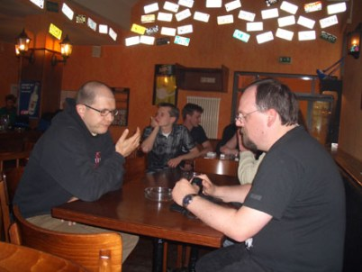 An den Tischen in Schleichers Pub