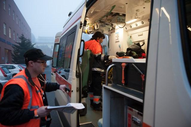Drumul spre Spitalul Colțea - - Fotoreportaj: 15 ore pe ambulanță