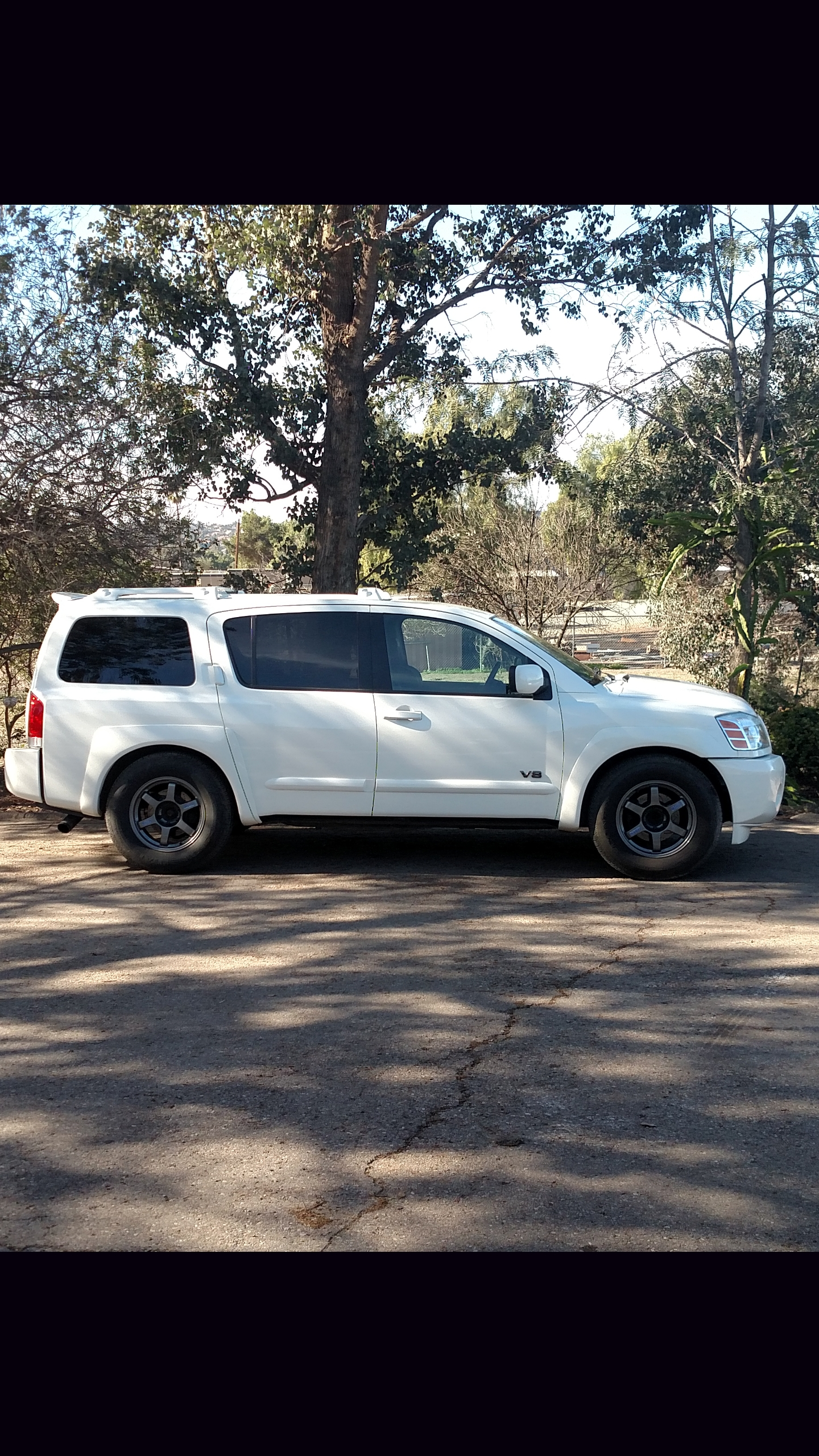 hight resolution of cloud white 2006 nissan armada se