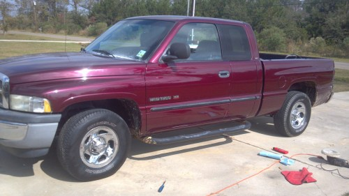 small resolution of maroon 2001 dodge ram 1500 quad cab short bed 318