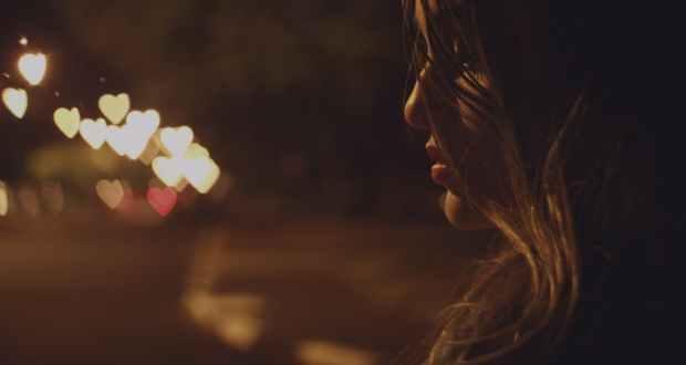 recherche une fille pour la nuit)