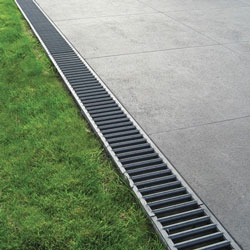 how does channel drainage work