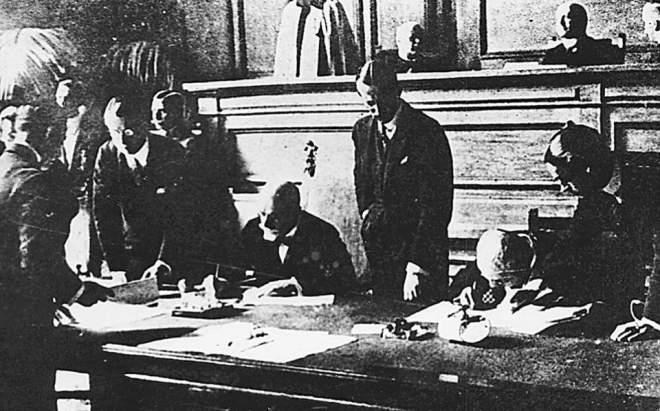 Υπογράφεται η Συνθήκης της Λωζάννης
