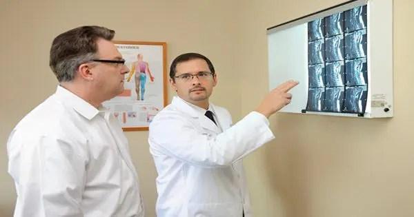 hastaya açıklayan doktor resmi blog