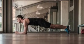 blog picture of man doing core push ups in his apartment
