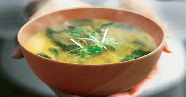 foto blog de un tazón de sopa de miso