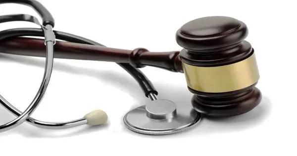 изображение блога стетоскопа и молотка переплетено