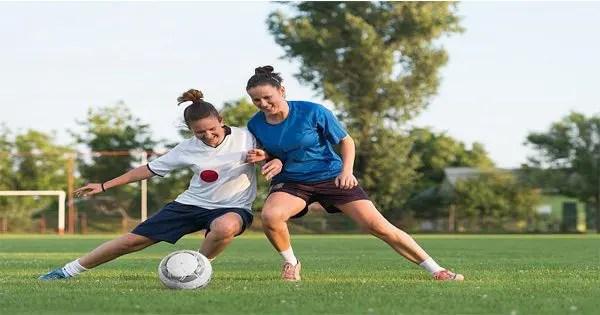 gambar blog wanita bermain sepak bola