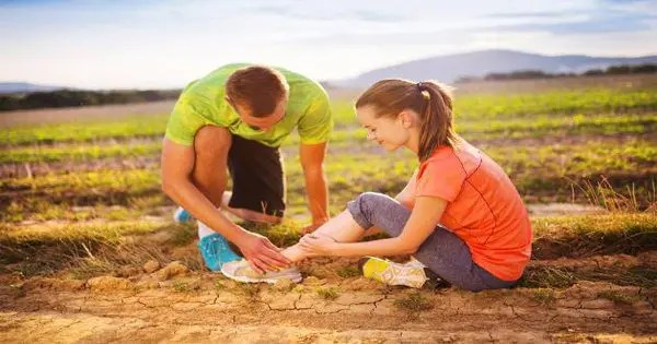 blog picture of runners one down with plantar fasciitis