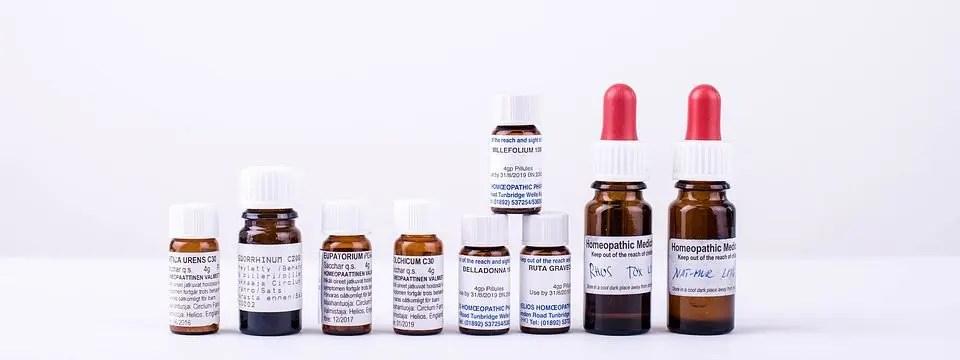 boteloj de homeopatia medicino