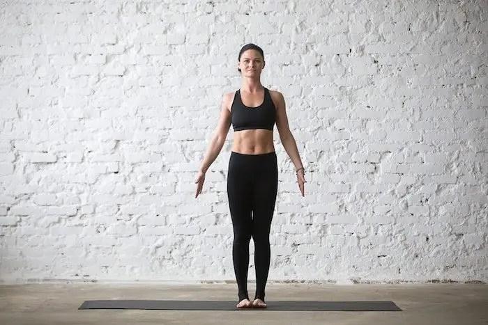 yoga-de pie-montaña-pose