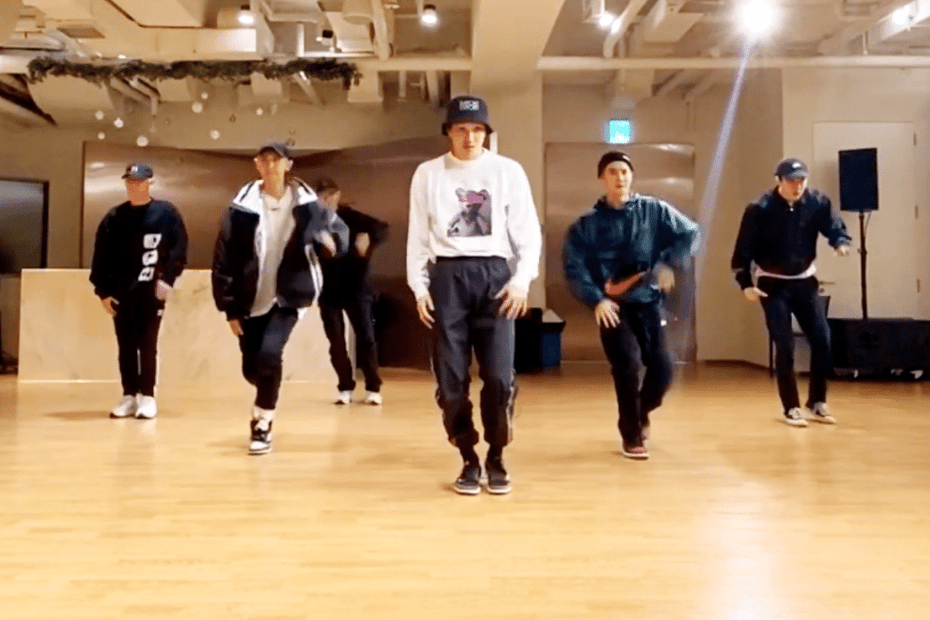 EXO SHOWCASED NEW DANCE MOVE
