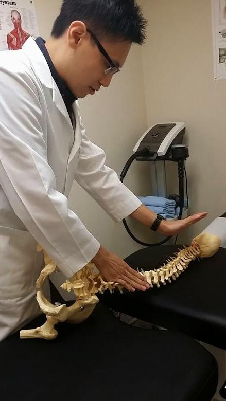 蕭卓峯 註冊脊醫 (脊骨神經科醫生) Dr Benjamin CF Siu Chiropractic Clinic