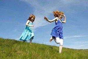 2 young girls running