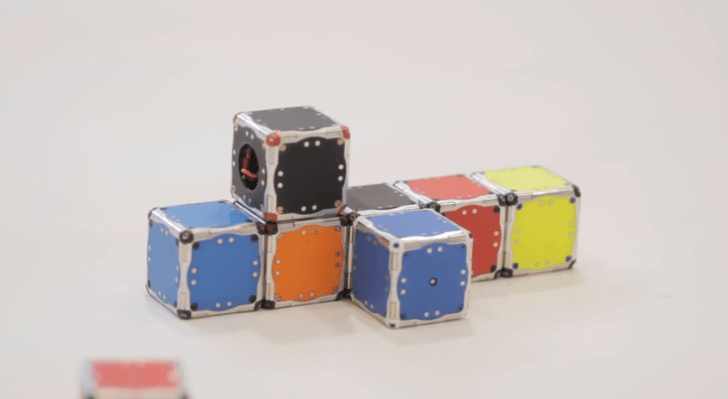 Small_cubes_that_self-assemble_-_YouTube