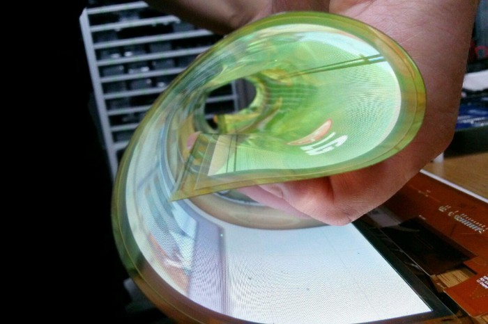 LG-rollable-OLED-display-flexible-700x466