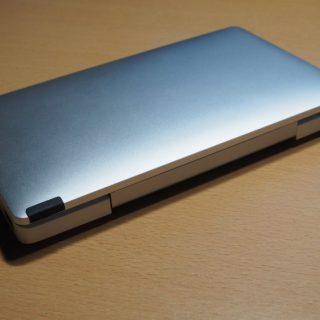 GPD Pocketの傷防止と滑り止めに、ディスプレイの端にゴムシートを貼りつけ
