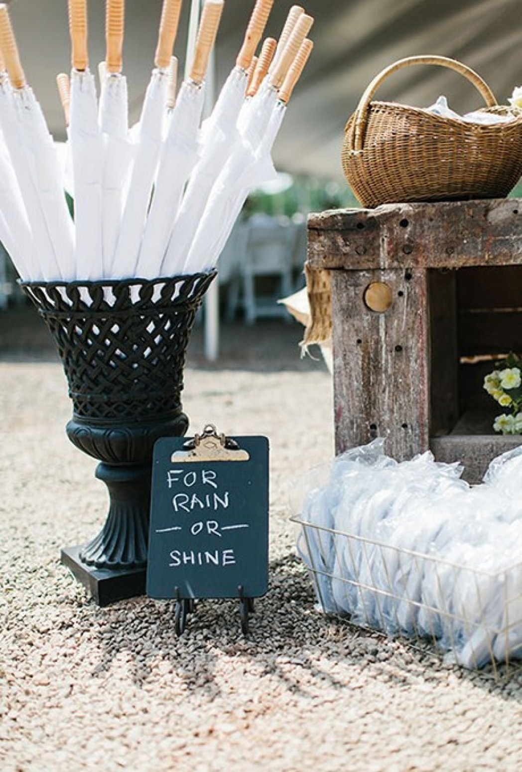2015_bridescom-Editorial_Images-06-backyard-wedding-ideas-Large-backyard-wedding-ideas-colette-kulig